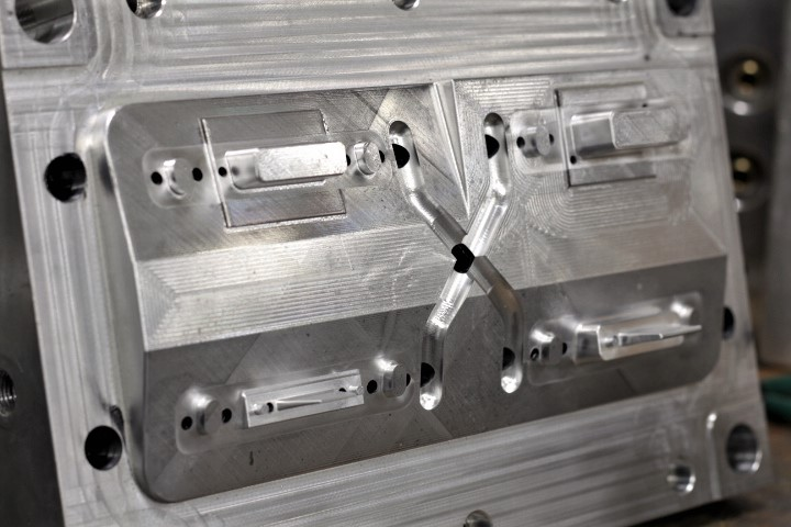 4 Cavity Injection Mold